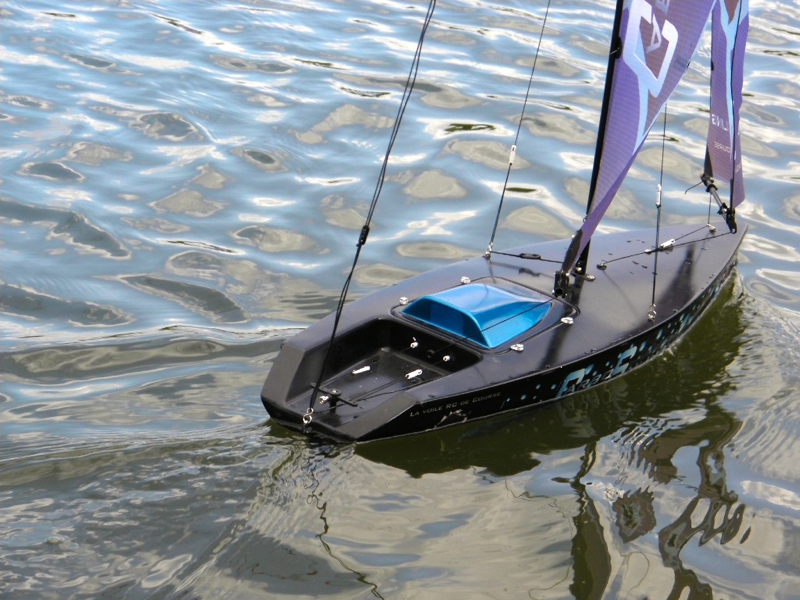 Micro Magic RTR CarboSAiling